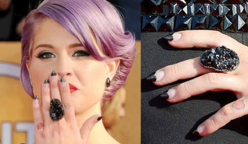 kelly-osbourne-sag-awards-nail-art